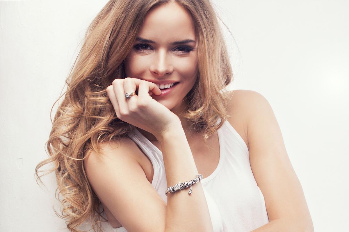 hand rejuvenation treatment using dermal fillers and laser treatment