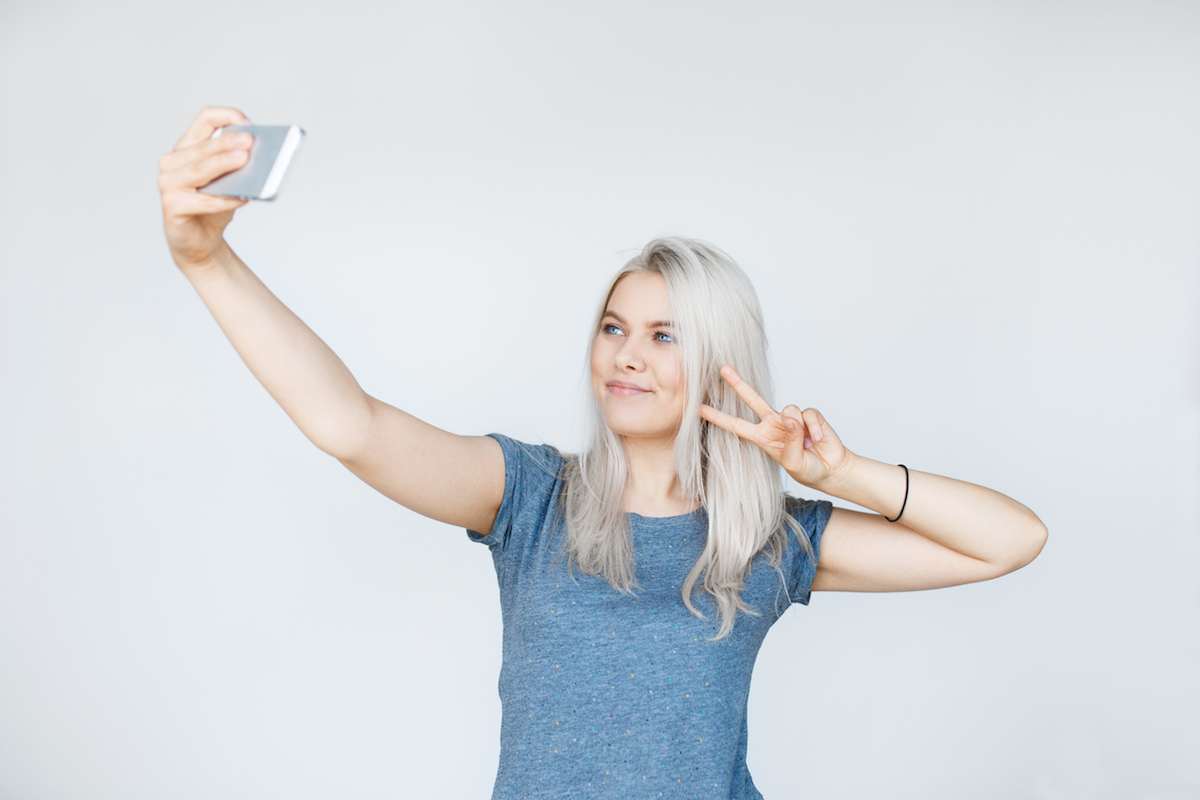 tips_how_to_take_a_selfie_look_your_best_sydney_skin_clinic